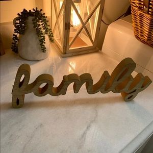 "NWT wooden ""FAMILY"" Sign"